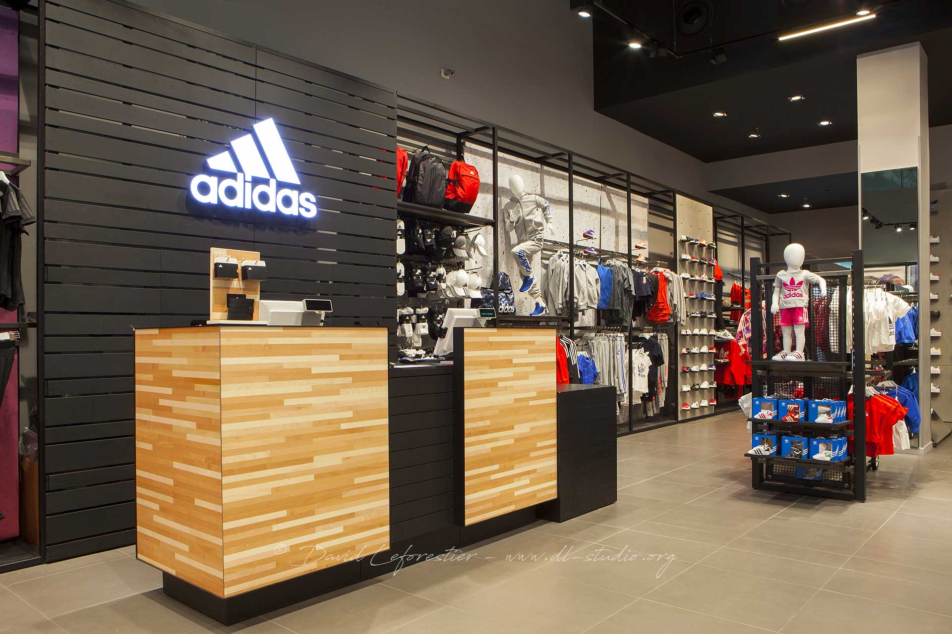 ARVA IMAGES : BOUTIQUE ADIDAS